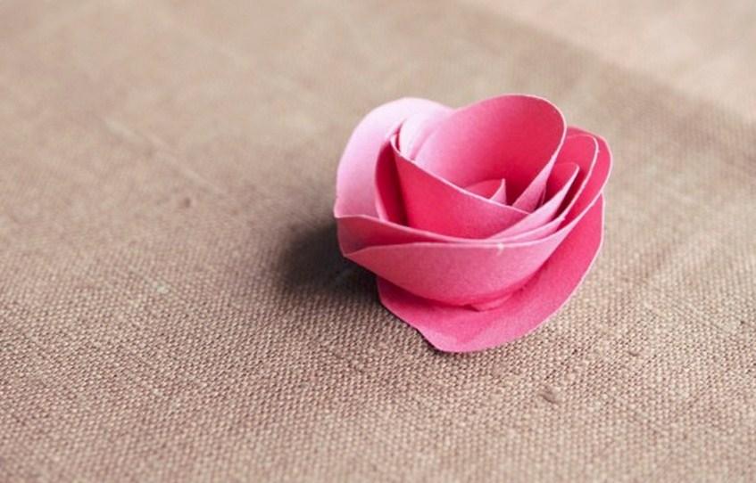 Как сделать из бумаги розу легко без клея